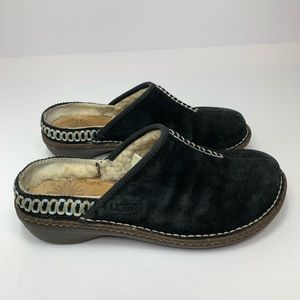 UGG •• Kohala suede clog shoe